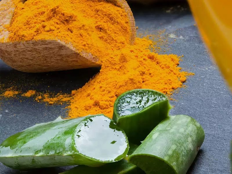 استفاده از آلوئه ورا و زرد چوبه برای رفع تیرگی واژن