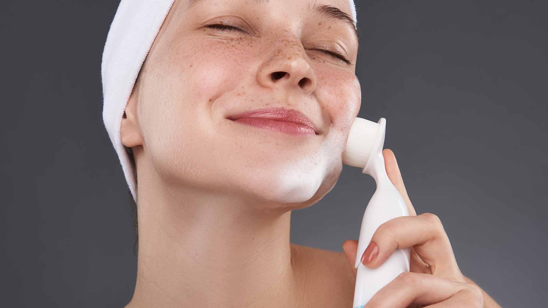 نحوه شستشوی صورت با فیس براش