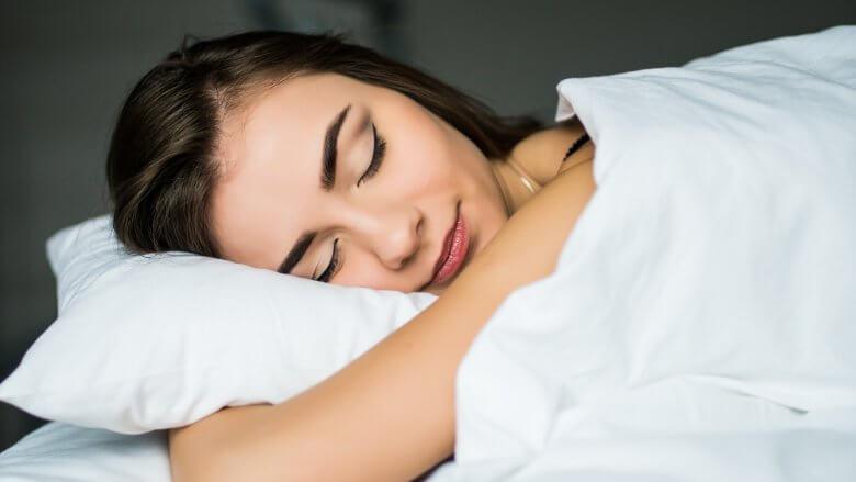 پاک کردن آرایش صورت قبل خواب
